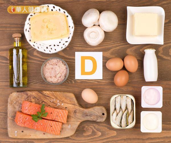 飲食中像是牛奶、乳製品、鮭魚、鮪魚、香菇等都是維生素D良好的食物來源,而蛋黃荷爾蒙含量較高,需謹慎選食。