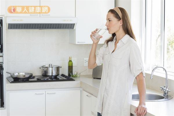 「中國餐館症候群」不一定是味精所造成的,可能是整個料理用太多調味料所導致。