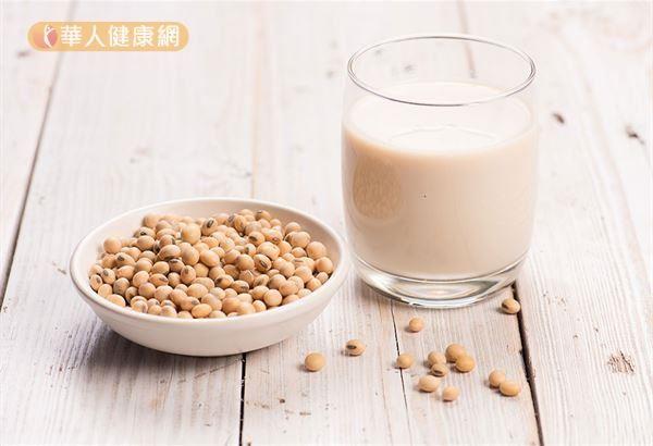 目前並沒有文獻報告指出完全不能吃豆漿,可以適量喝豆漿。