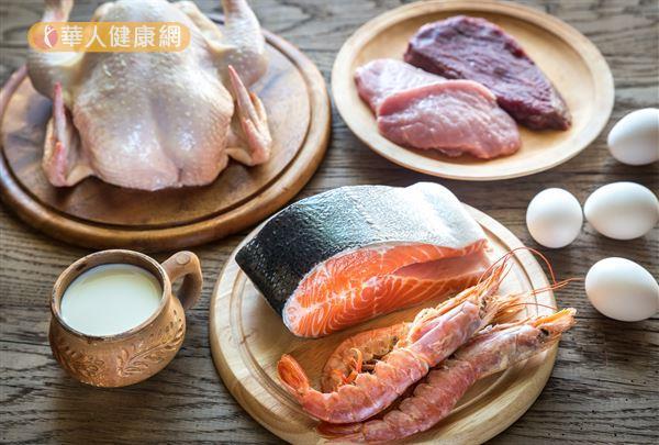 富含蛋白質的食物,如:雞蛋、豬肉、牛肉、鱔魚、鯰魚、鰻魚和章魚等精胺酸含量甚是豐富。