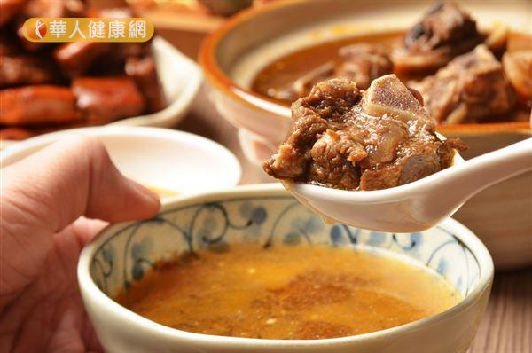 當歸生薑羊肉湯很適合產後媽咪、哺乳媽咪以及體質虛寒的民眾食用。