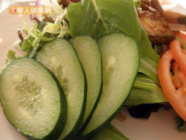 小黃瓜屬於寒性食物,女性在生理期前後應少食用。