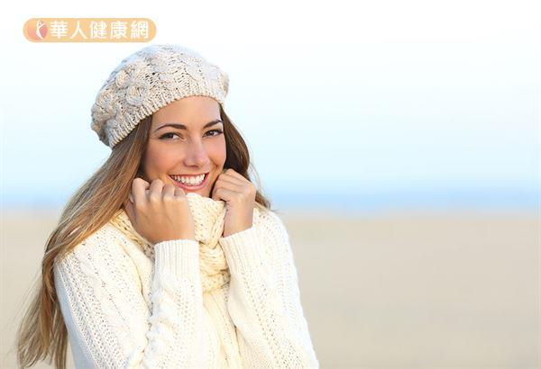 趙順榮藥師表示,在寒冷的冬天氣,不妨戴上圍巾、手套保暖。