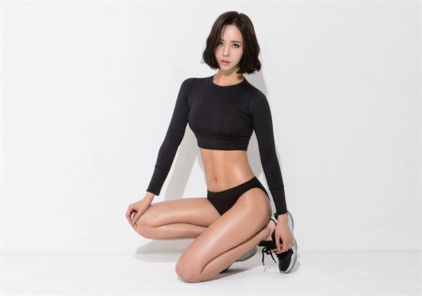 韓國知名健美模特兒特別公開自己的獨門「飲食公式」,關鍵就在於謹記「1碳水化合物+1蛋白質」的原則。(圖片/瑞麗美人國際媒體提供)