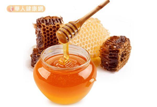 近期國外文獻陸續發現,蜂蜜可以作為1歲以上孩童的咳嗽參考療法。