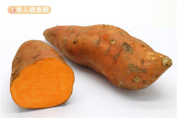 容易脹氣的人不適合連皮一起吃地瓜,以免肚子痛或脹氣更嚴重!
