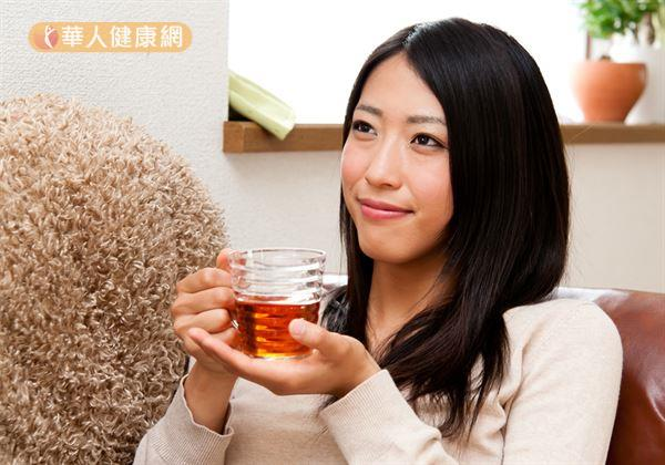 謝旭東中醫師推薦有多囊性卵巢困擾的女性,對症來杯「葛根降糖茶」,就是有效降血糖、輔助減重的不錯食療方式。