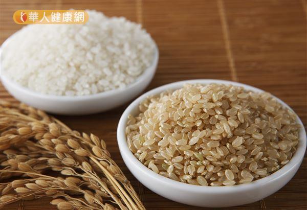 糙米和白米相較之下,含有較多的膳食纖維。