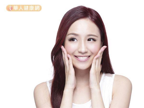 臉部刮痧可以促進肌膚新陳代謝,達到拉提、消水腫的效果,對於瘦臉很有幫助。