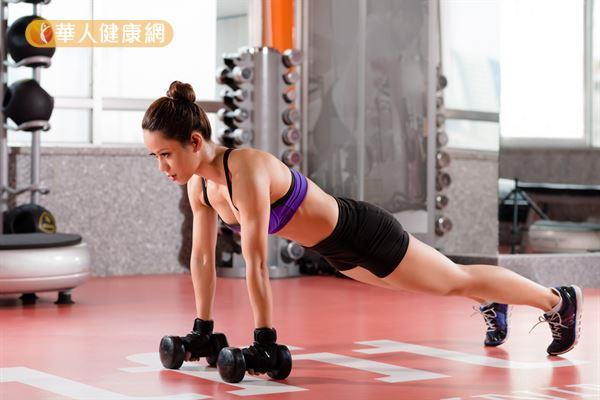 建議運動後應補充碳水化合物與蛋白質,幫助增加肌肉、減緩疲勞。