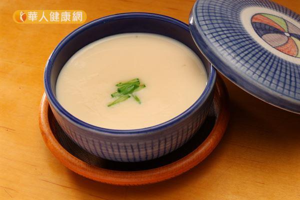 雞蛋製成的茶碗蒸含有豐富的蛋白質,是運動後補充營養的好選擇之一。