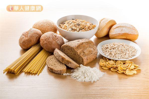 一般來說,碳水化合物是人體能量的主要來源,富含碳水化合物的飲食包含麥片、麵包、米飯、麵條等主食類。
