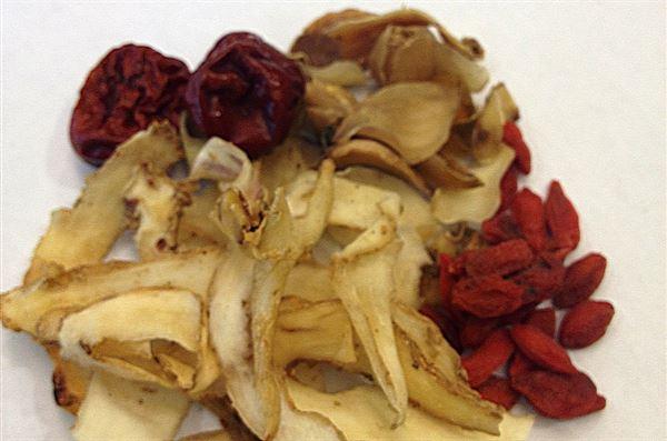 百合玉竹潤膚茶之使用藥材。(圖片提供/張文馨中醫師)