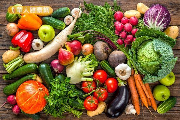 秋天多吃具滋陰養血潤燥作用的食物,有助改善秋燥引起的便祕和肌膚缺水等症狀。