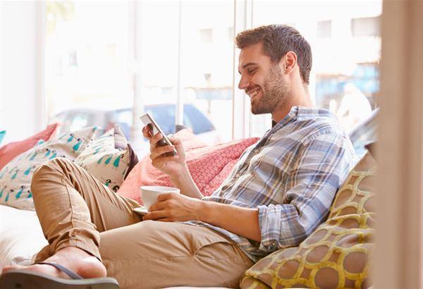 自殘姿勢3:陷在軟沙發裡(圖片提供/趨勢文化)