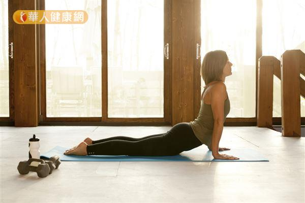 研究發現,「瑜珈」可以改善大腦前額葉功能,降低恐懼感,是最好的抒壓運動。