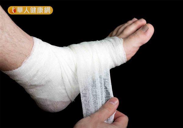 被堆高機壓腳,以為小傷沒事 糖尿病患險截肢